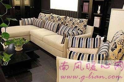 美丽老沙发美丽的颜色 浮现出我童年所有幸福瞬间