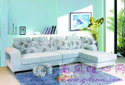 幸福有时很简单 温馨的沙发让家的味道更浓
